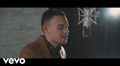 Tauren Wells – Hills and Valleys (Acoustic Video)