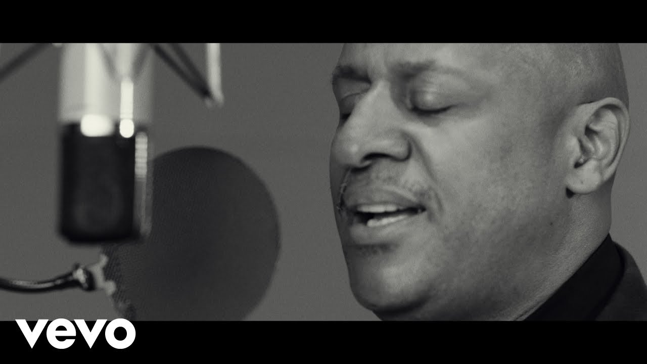Brian Courtney Wilson – Inner City Blues (Make Me Wanna Holler)